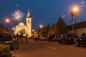 Stavìní máje v Holici u Olomouce